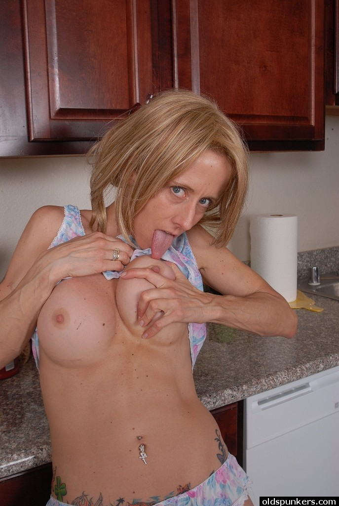 watering Mothers pussy in my face hot