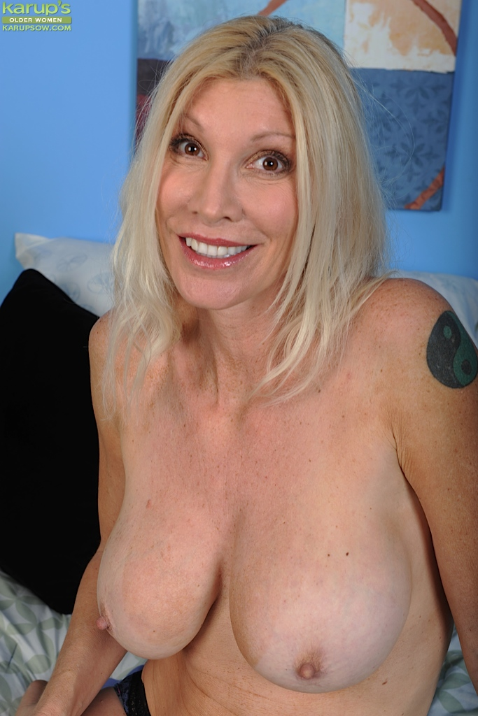Mature older women posing naked