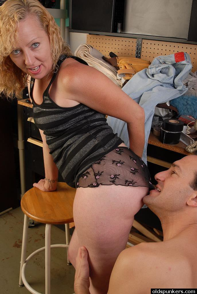 Heidi Mature Facial Porn - ... Aged blonde mom Heidi is strip naked for sex and facial cumshot ...