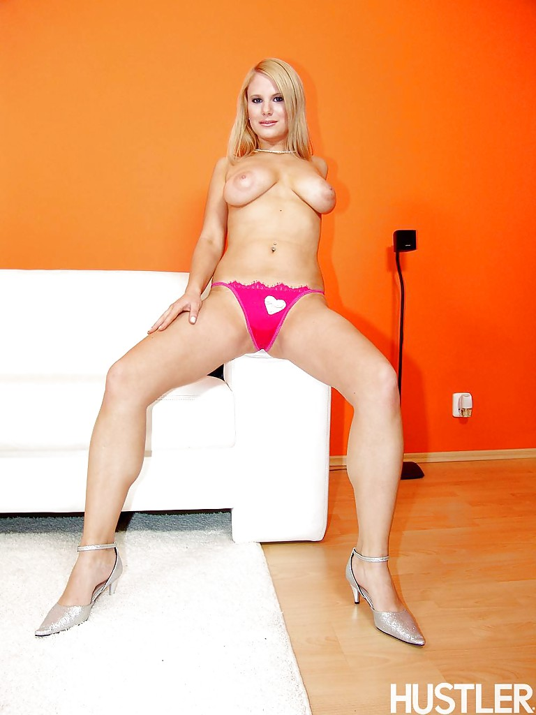 topless blonde pornstar tammy flaunting large natural breasts