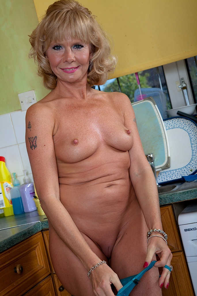 Mature big breast women tube