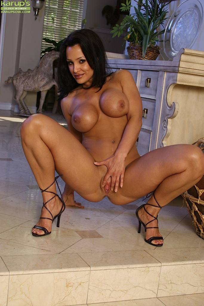 Busty brunette chick Lisa Ann poses nude in high heels after ...