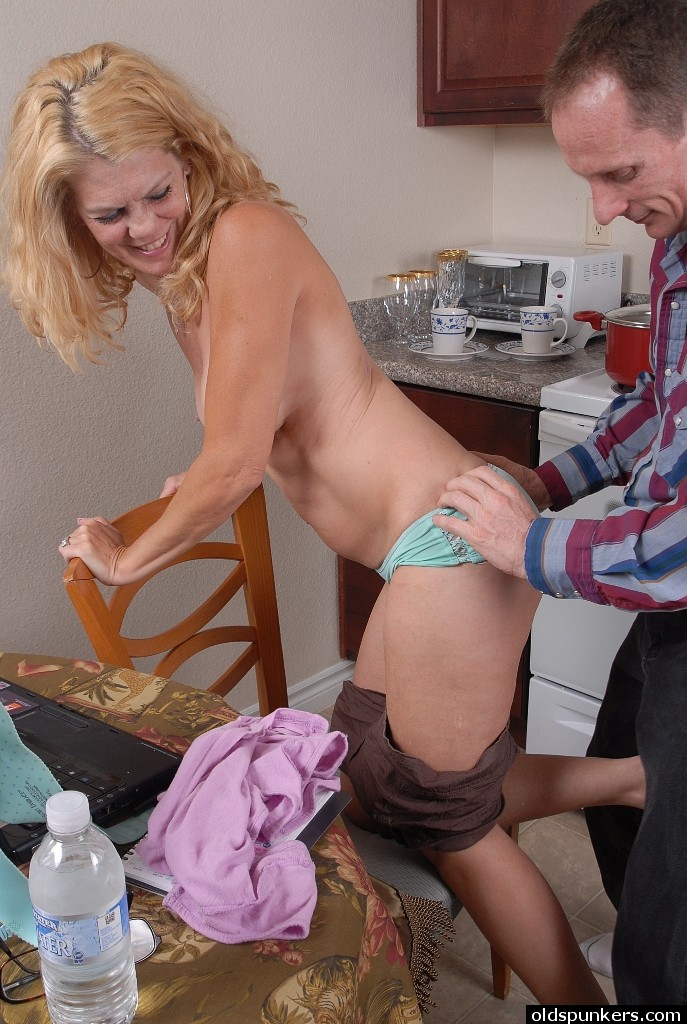 Naked House Wife Pics