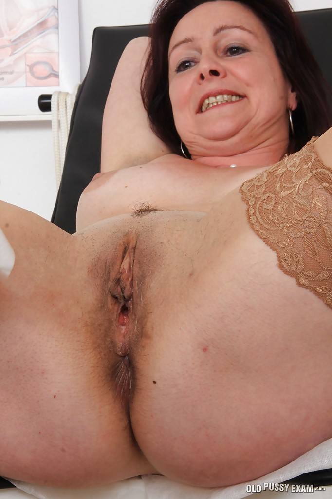 Mature woman eva visits gyno doctor to get gyno mature exam 6