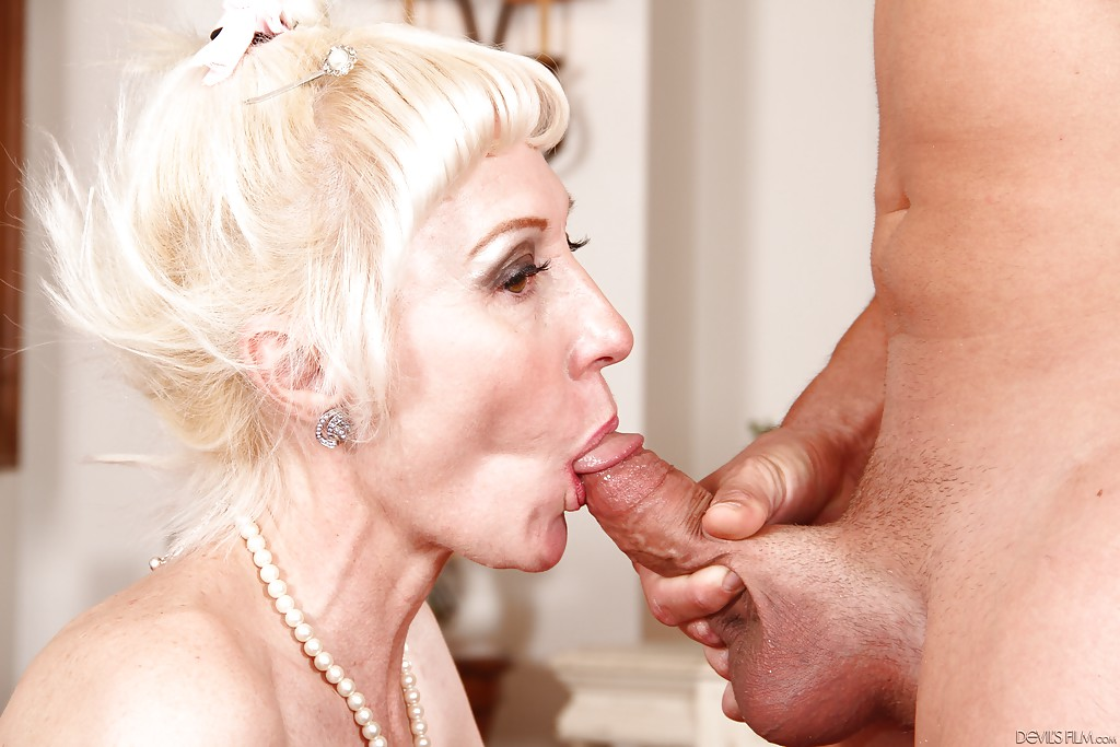 Muscular Pornstar Bj Before Anal