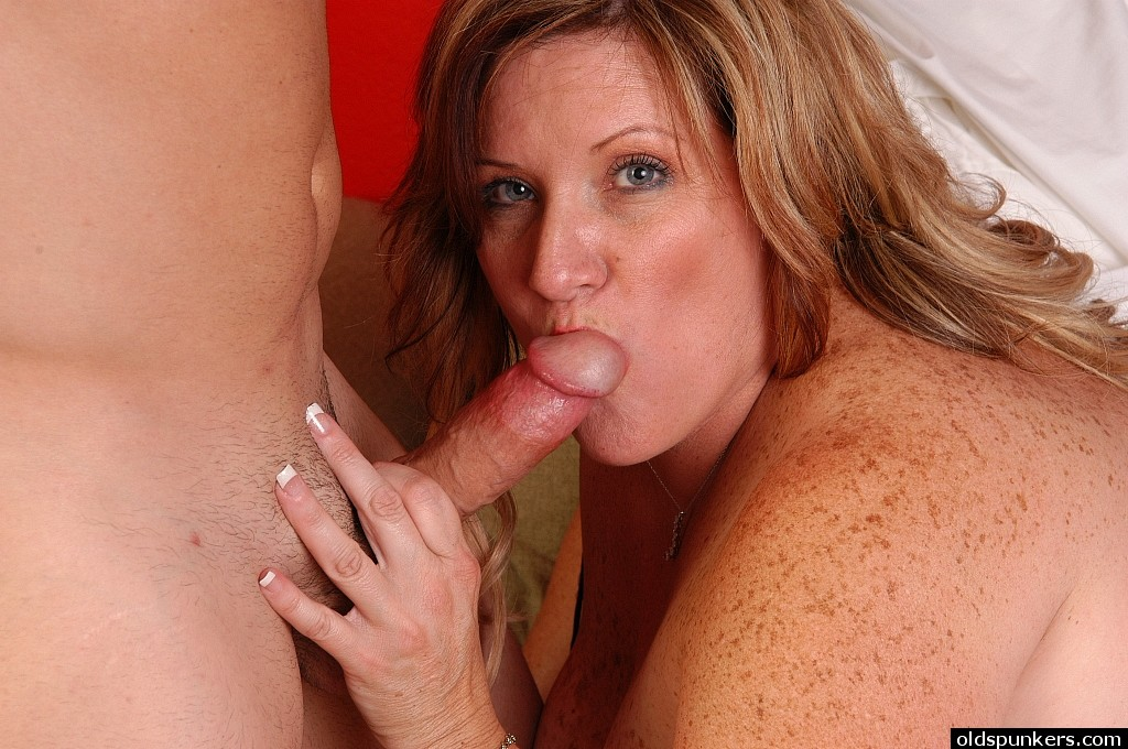 Mature women swallowing cum