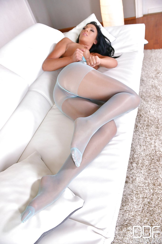Showing off pantyhose will know