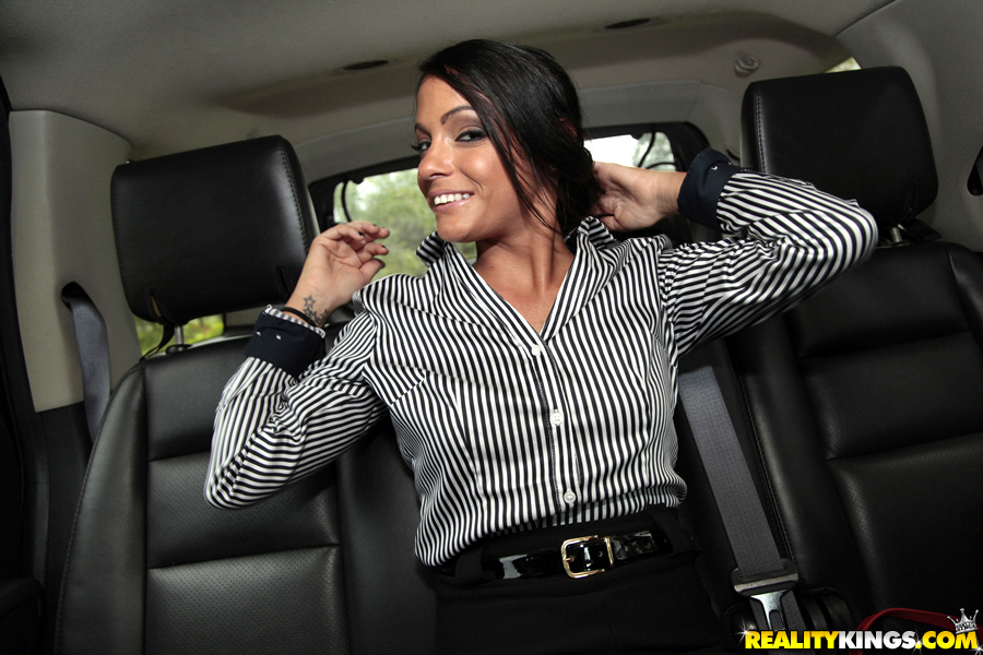 Milf masturbation in car