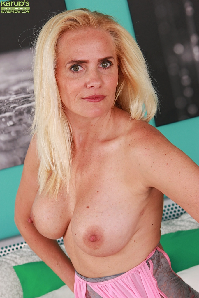Mature and gra ny tits
