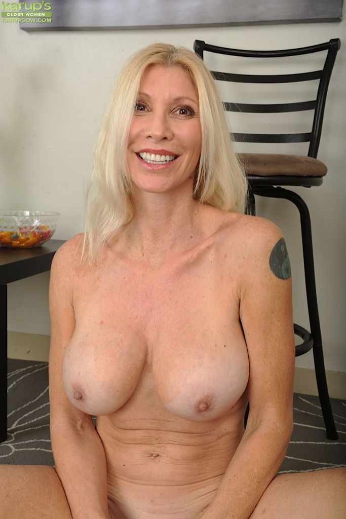 The most naked older women moms ^_^