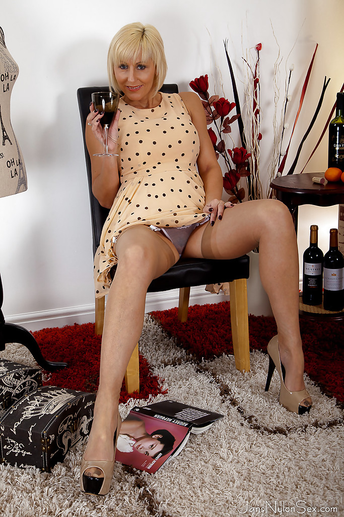Mature nylon upskirt
