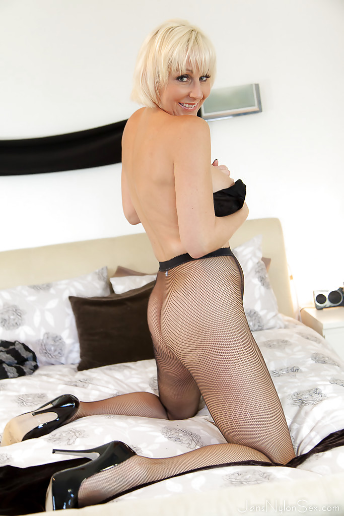 sinful-pantyhose-sex-with-leggy