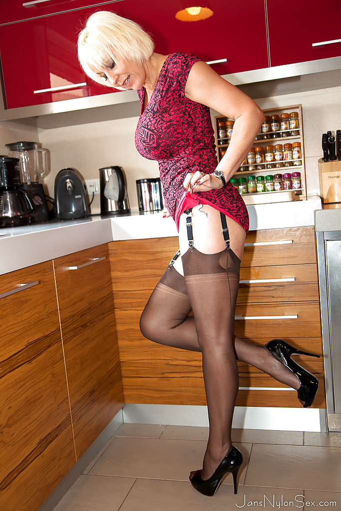 Kitchen Nylon Sex View Cutie