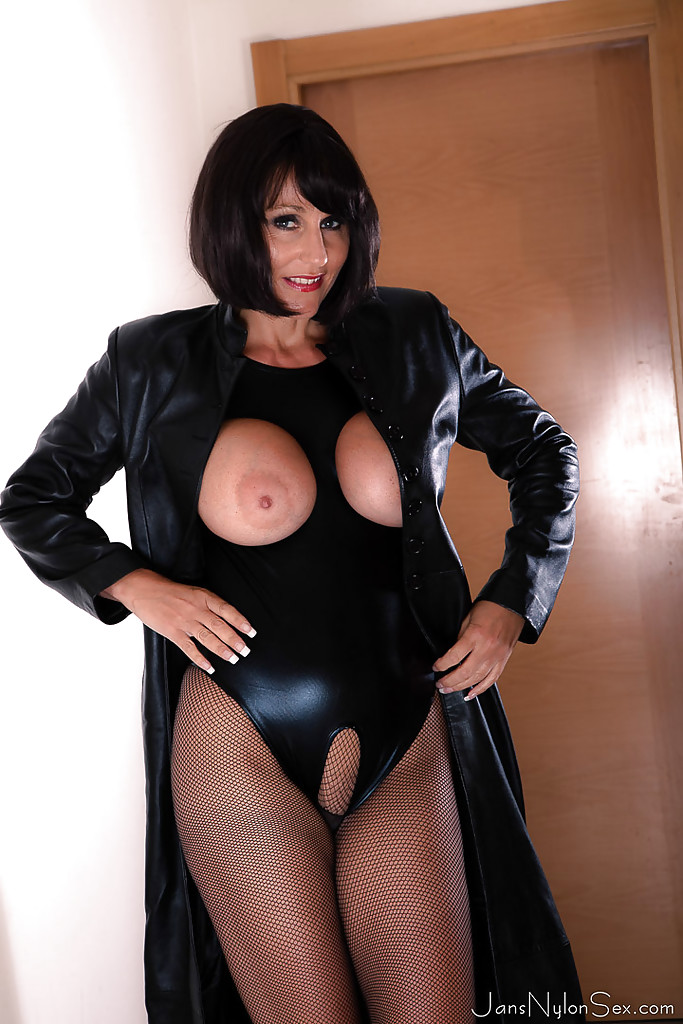 mature women in leather fucking