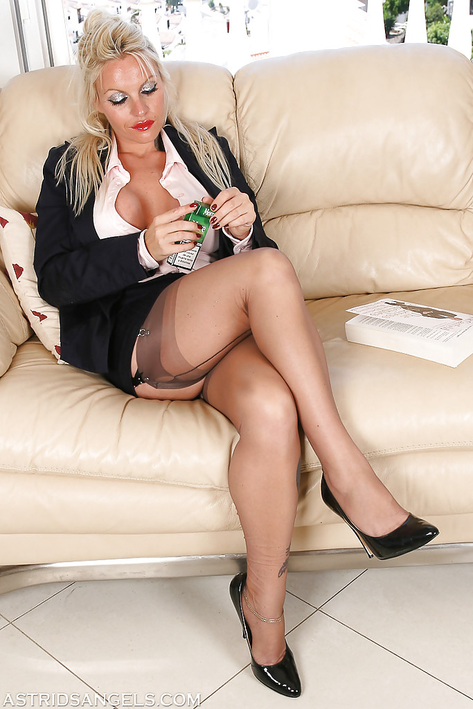 Smoking in pantyhose blonde