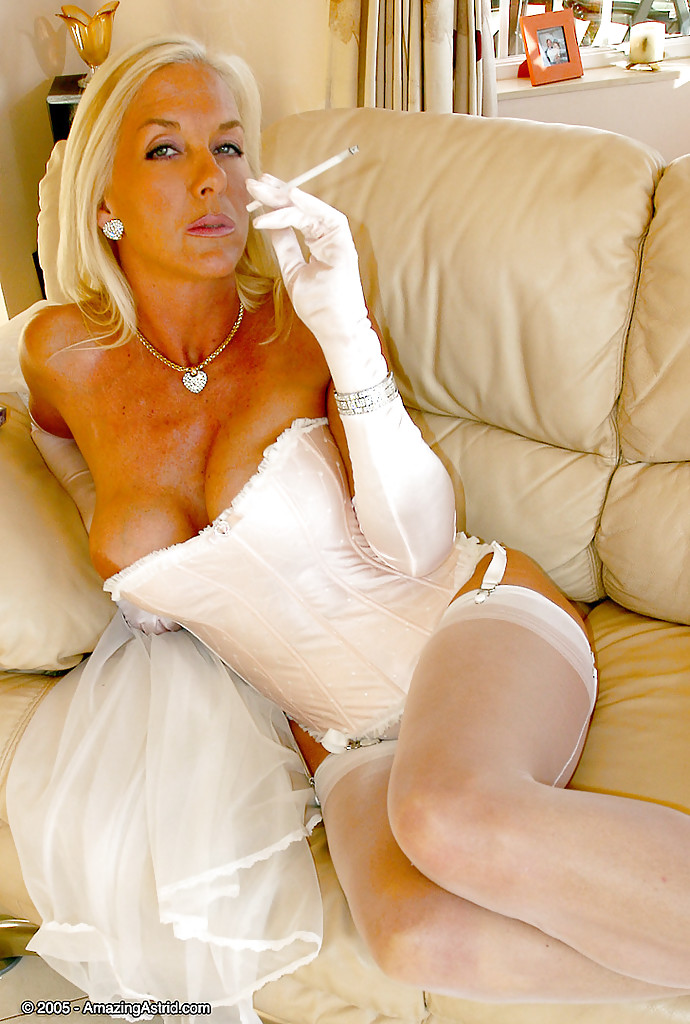 mature blonde ullkjole dame