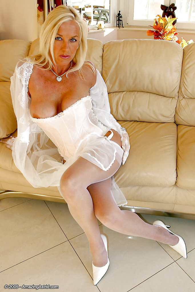 Free high quality milf video