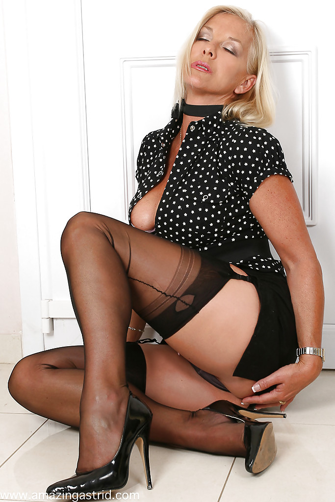 Mature nylons top 100