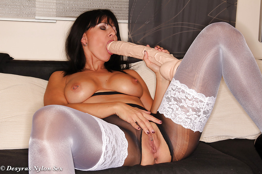 Mature And Nylons Sex