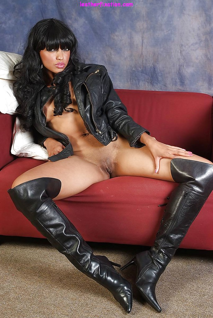 Intelligible High heel boots and pussy