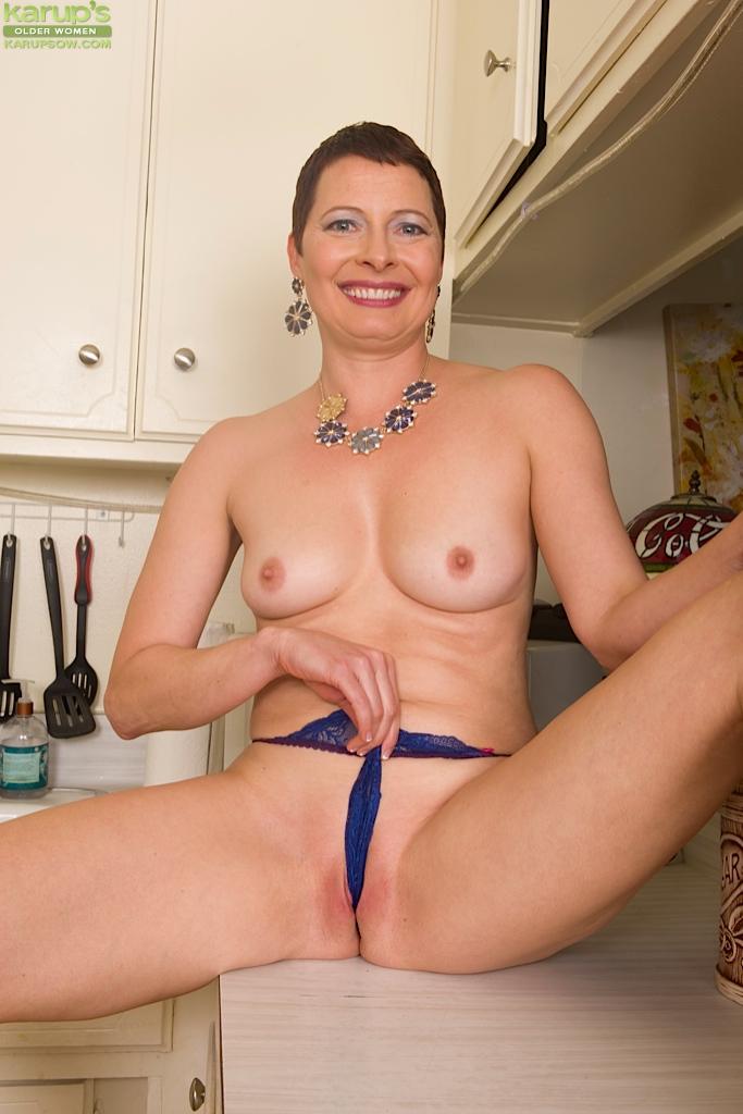 naked short mature women