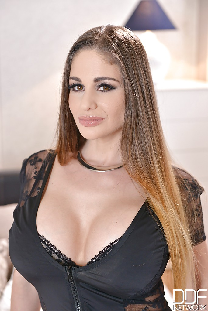 Chaty Heaven  Round Boobs Hungarian Pornstar 148 Links