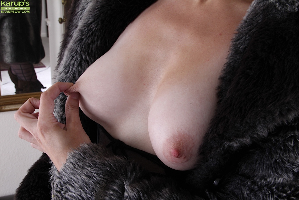 Nipples with mature women long