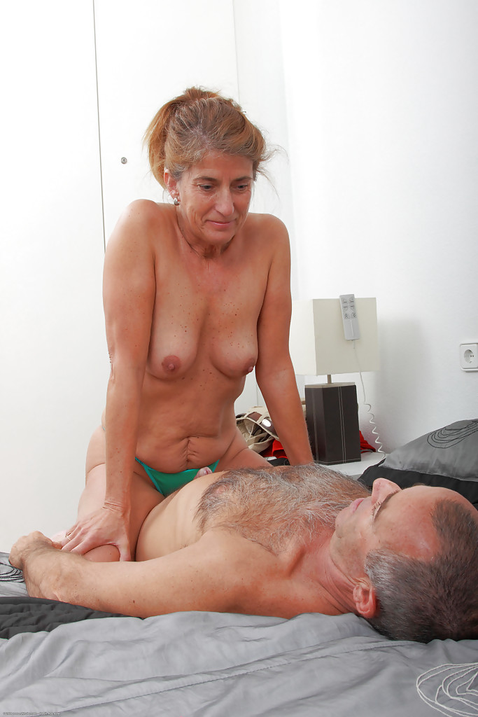 Cuckold cum eating husband