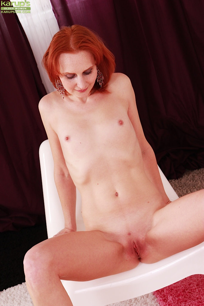 Hairy blonde pussy squirt