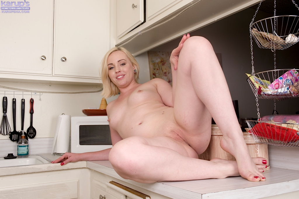 hometown-girl-showing-plump-shaved-pussy