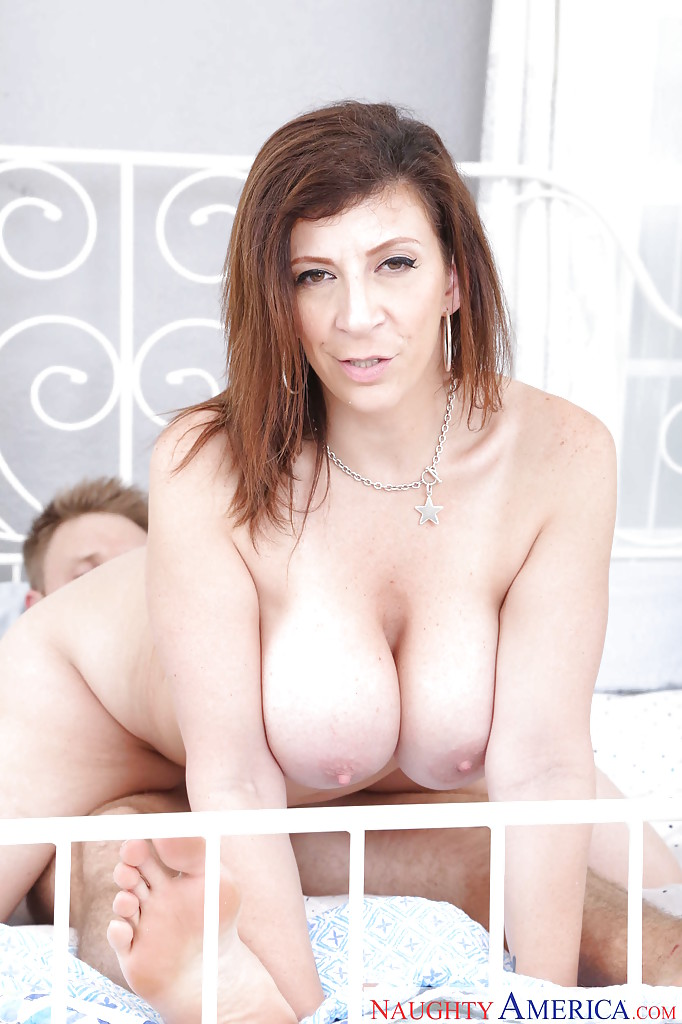 Curvy cougar Sara Jay using huge boobs to seduce younger stud for sex