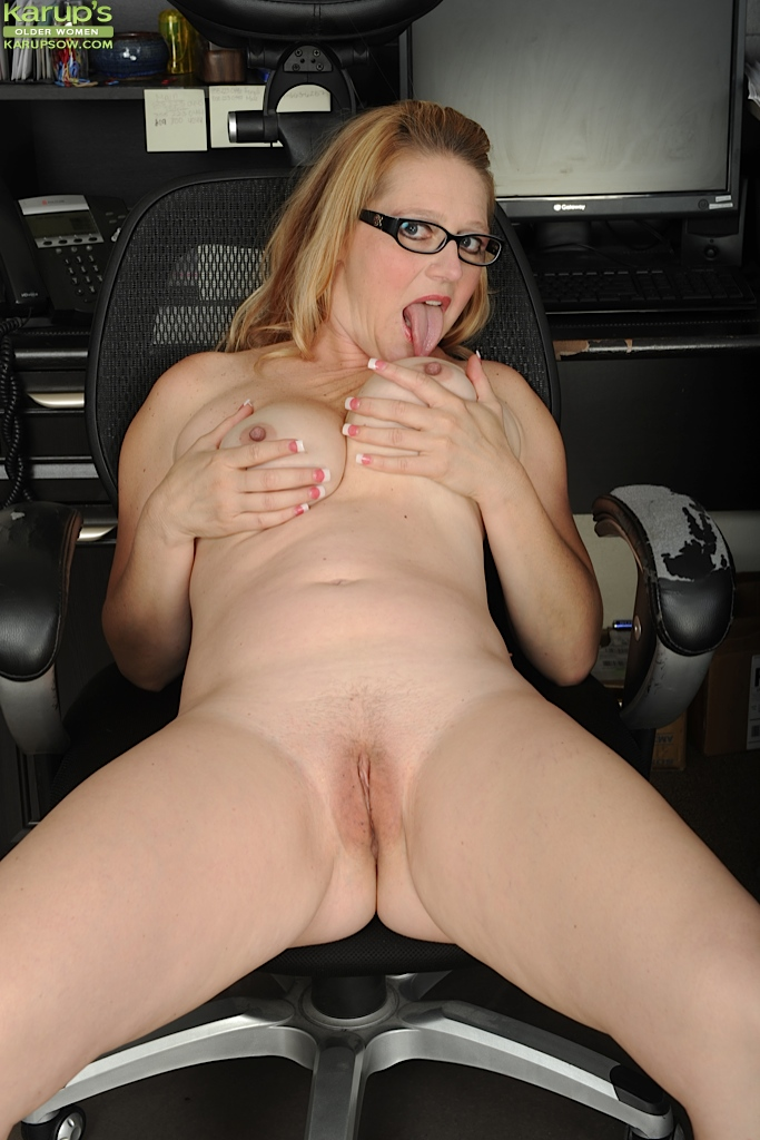 Amateur Solo Car Masturbation