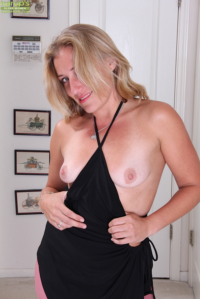 Possible Milf with little titties