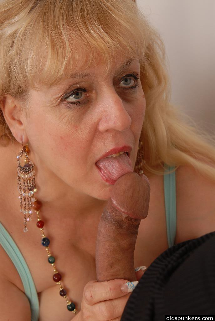 Chubby blow job blonde