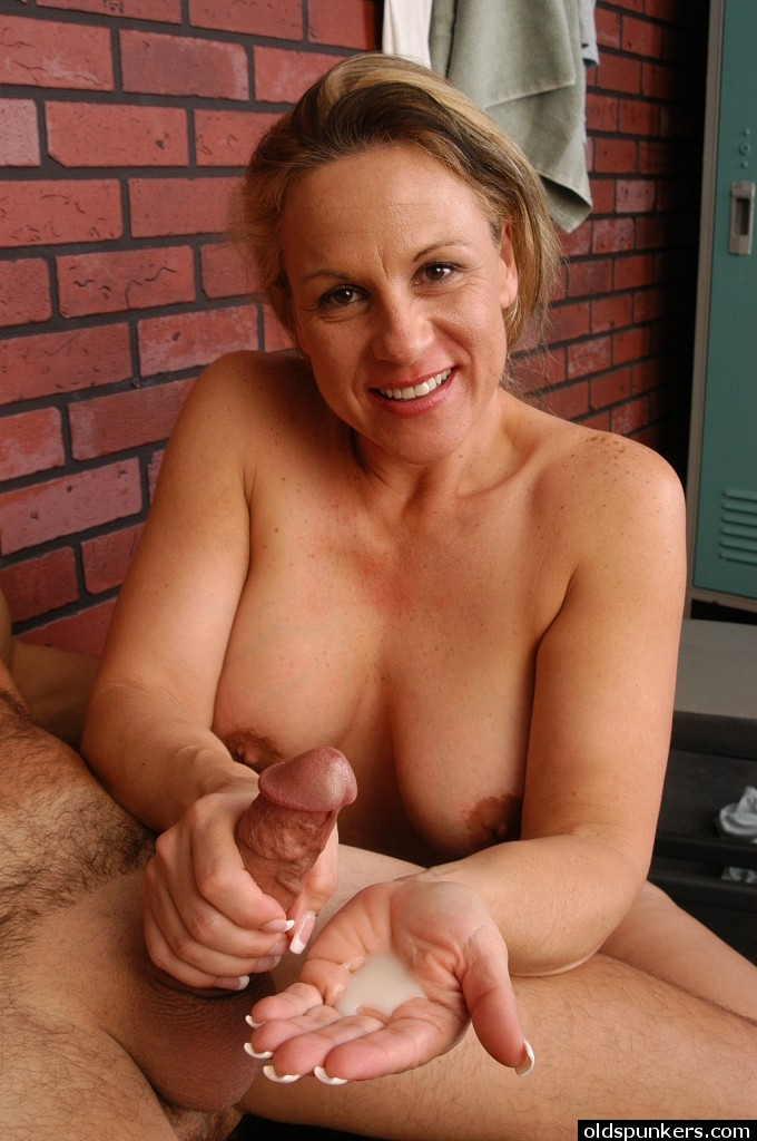 Mature Woman Gives Sloooooooow Handjob indian porn