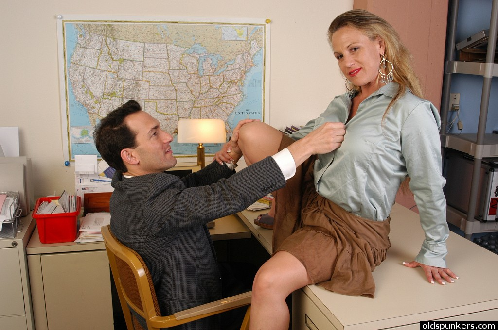 Office sex ends with creampie