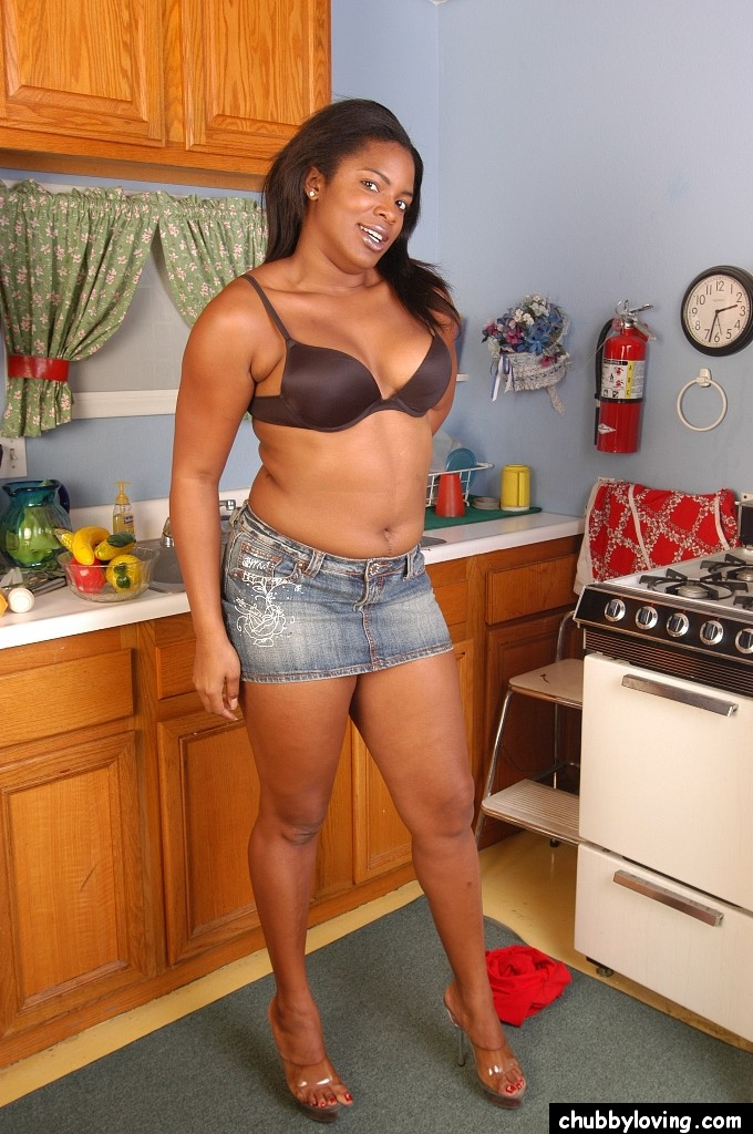Ebony milf show both