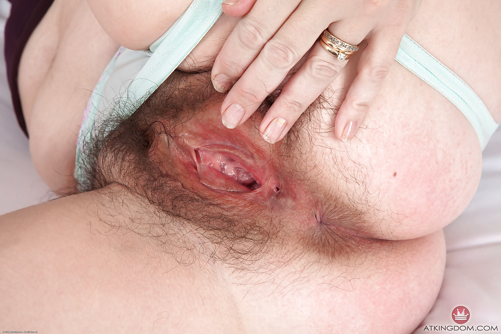 Close cunt hairy up
