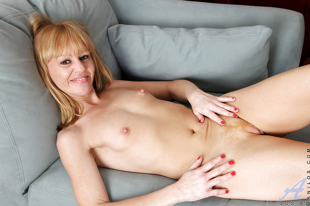 Anal dildo made her squirt