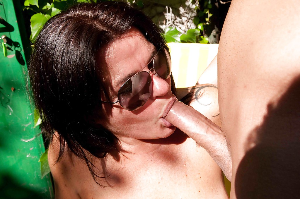Outdoor blowjob mature amateur