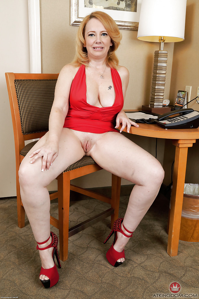 older sexy women with shaved pussy