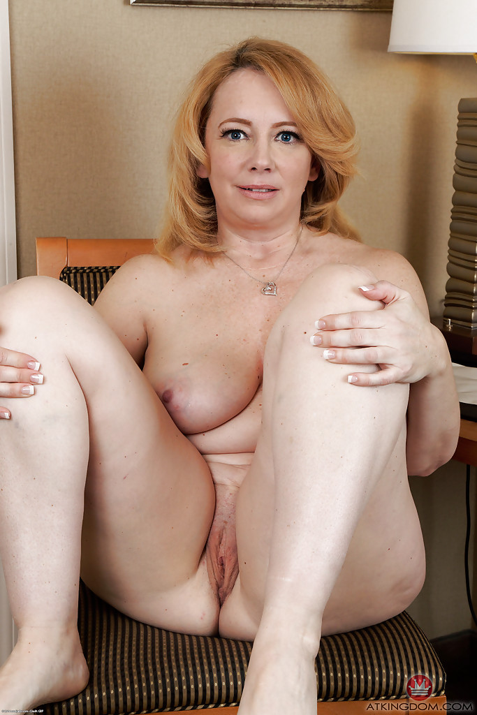 Sweet mature woman nude