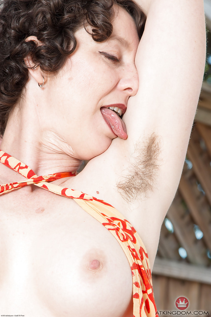 Can not woman with hairy armpits vaginas with