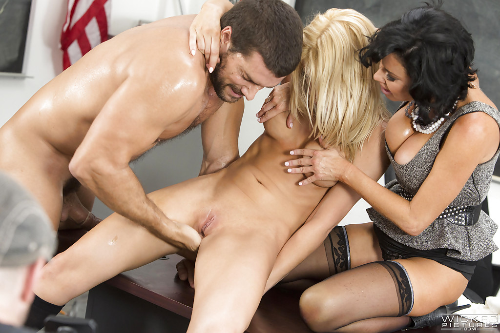 Threesome ffm big tit pornstar