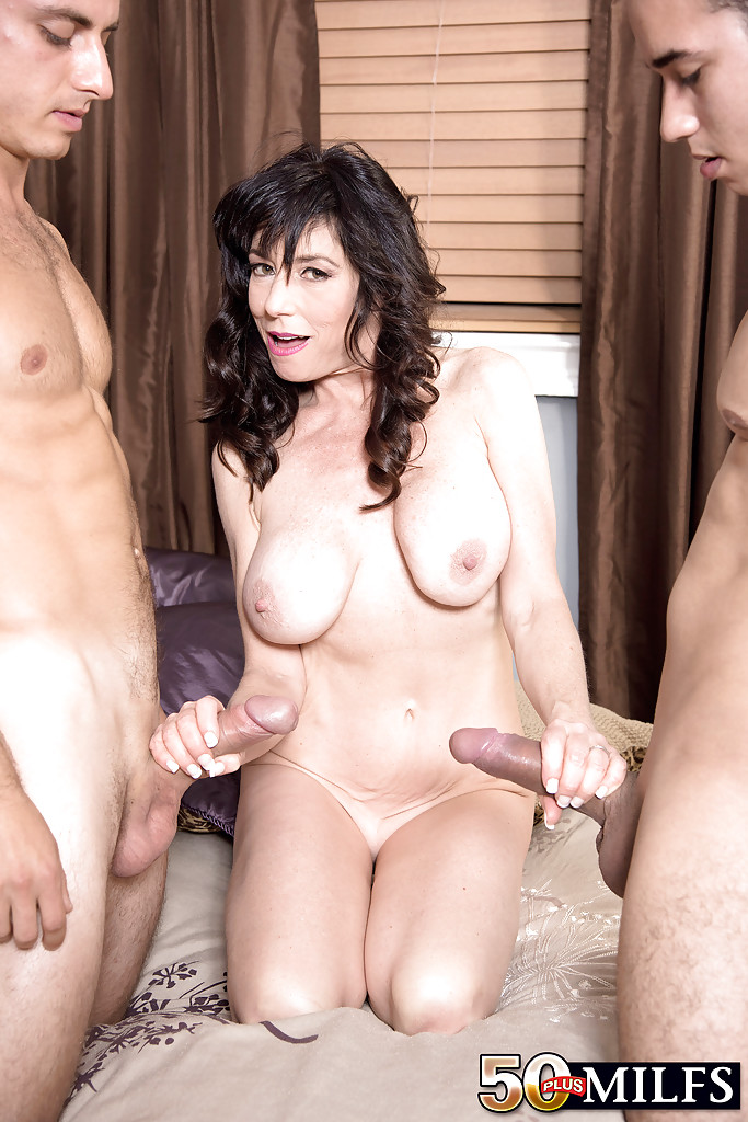 Latina Milf Bbc Threesome