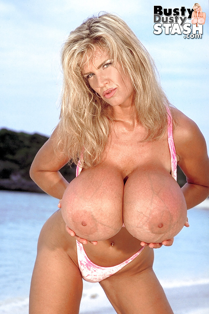 Dusty boobs