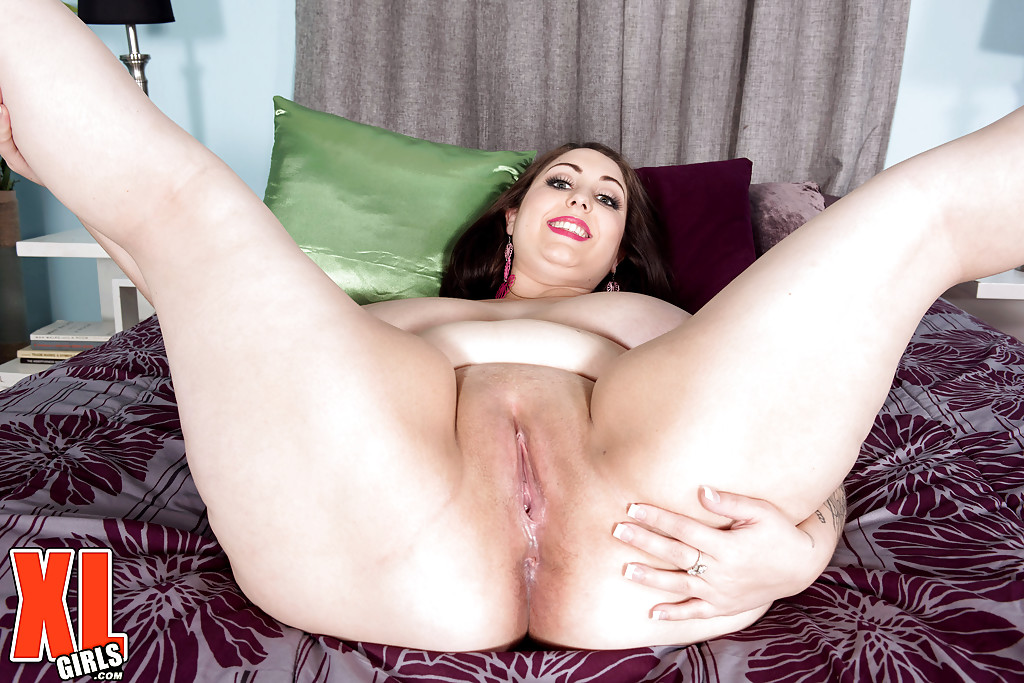All natural tit and pussy thick ass