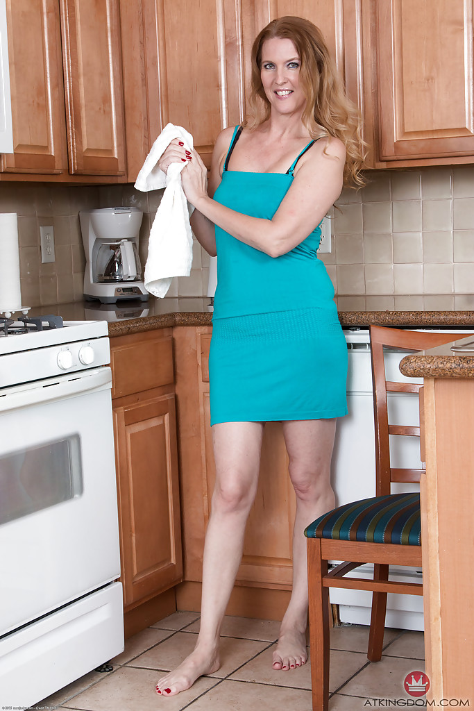 Mature Housewife Pic