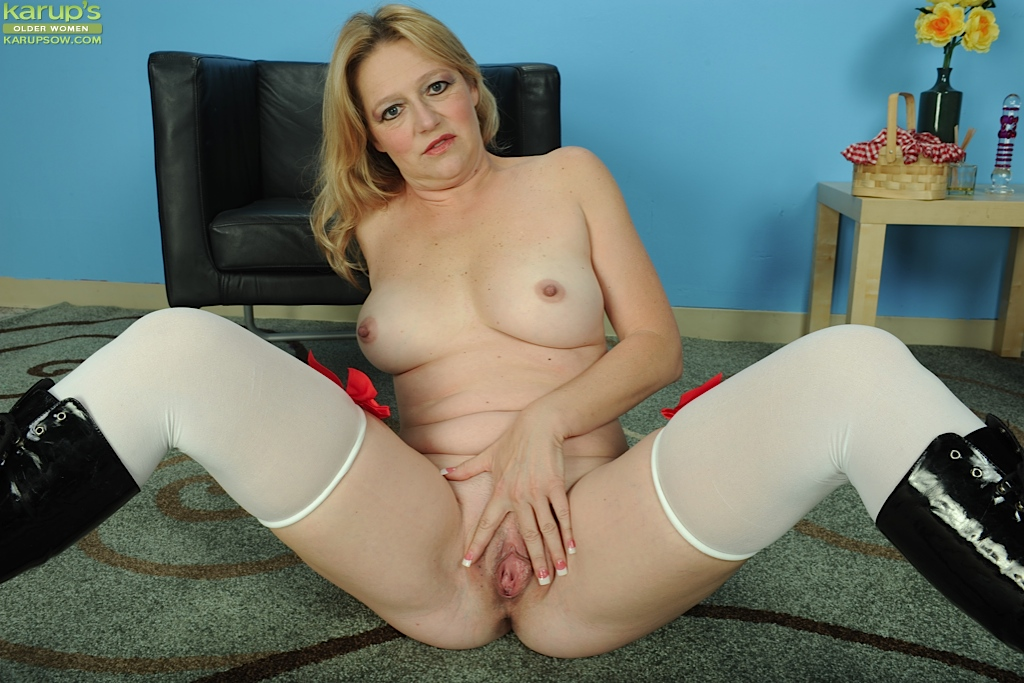 Stocking and glasses clad mature blonde Sable Knight strutting in boots