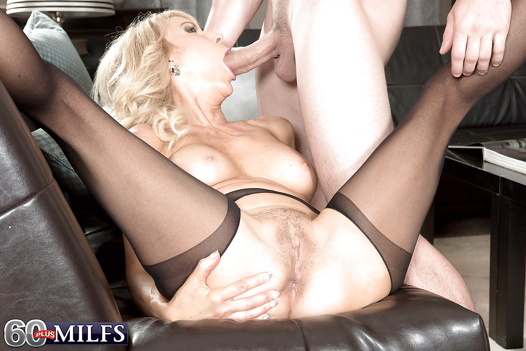 Blowjob in pantyhose